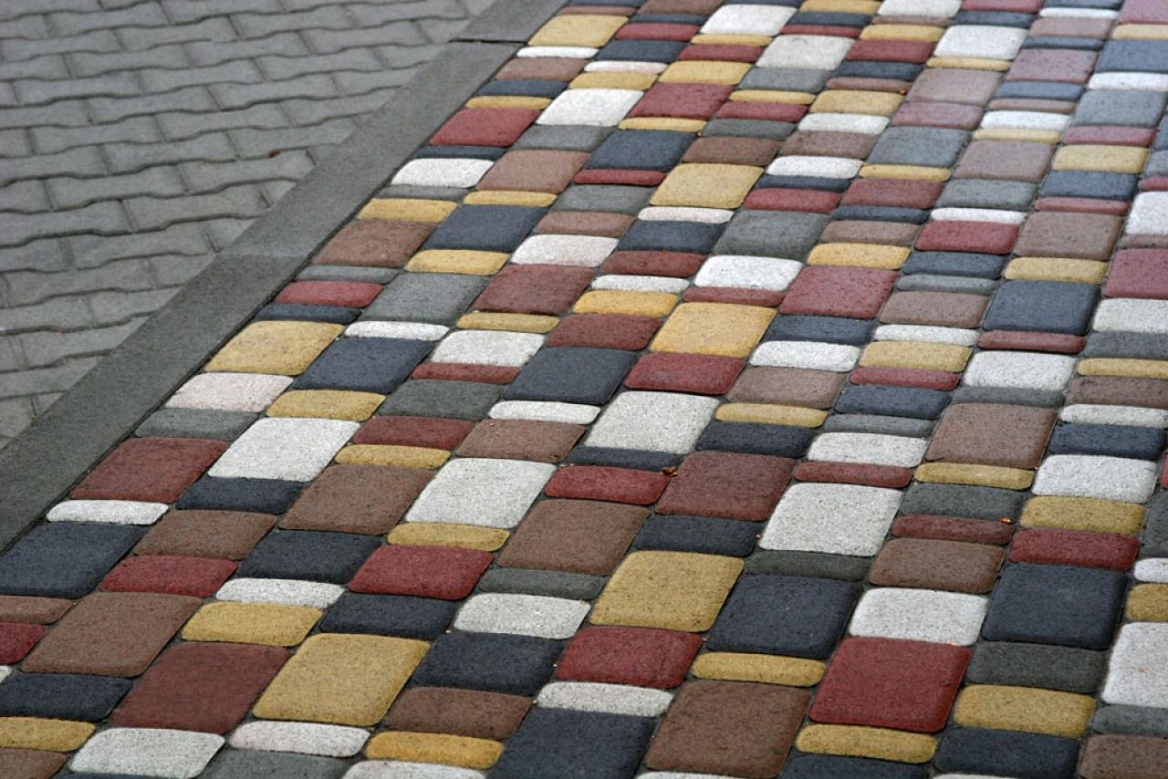 Как сделать цветные тротуарные плитки своими руками видео